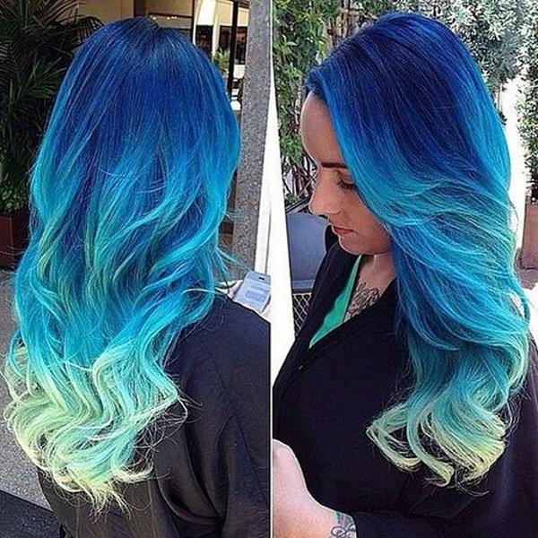 Cabelo Longo Azul Ondulado com mechas e luzes californianas