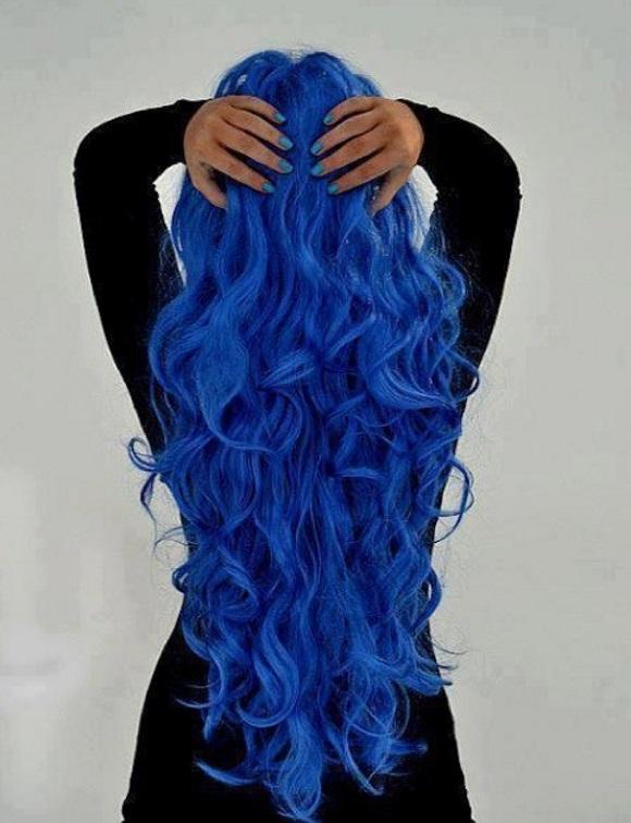 cabelo azul escuro em morenas