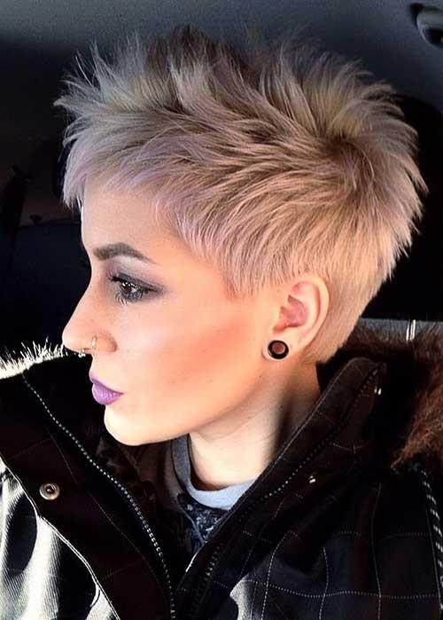 cabelo platinado cacheado