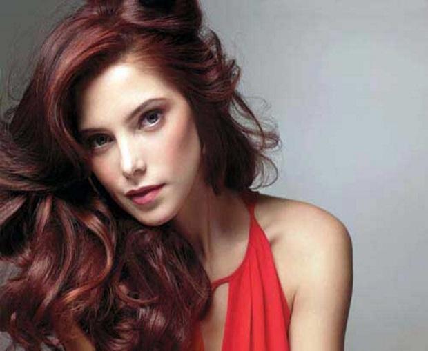 cabelo vermelho cereja pele morena