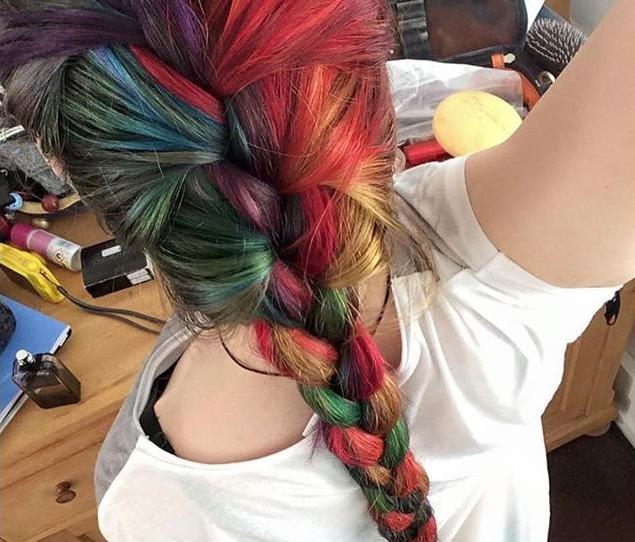 cabelos coloridos para morenas claras