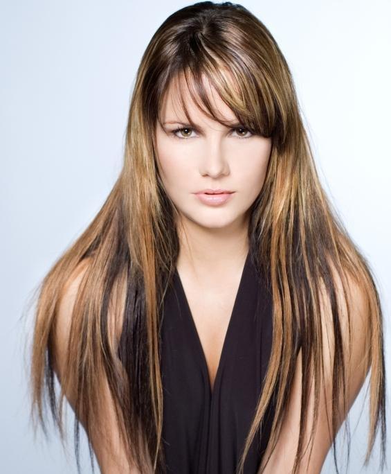 luzes californianas em cabelos morenas